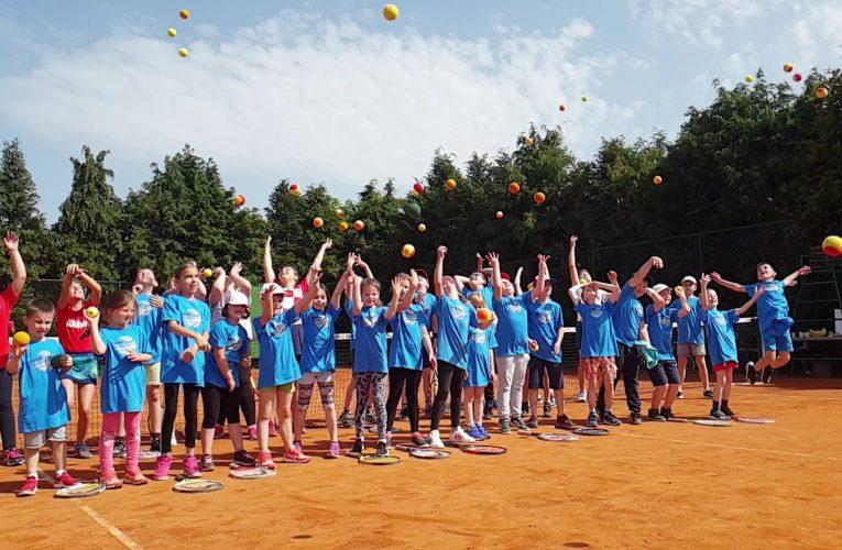Tenis je igra – igraj tenis!
